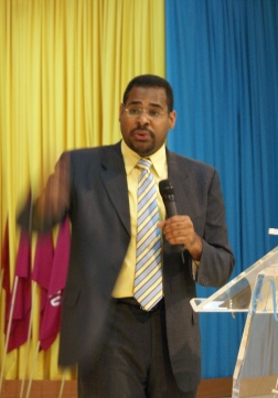 Pastor Israel Valenzuela